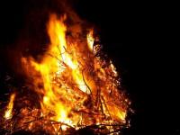 Osterfeuer Zusammenfahren